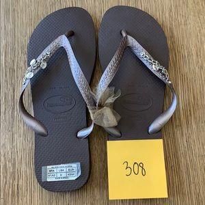 Havaianas, 41-42,dk brown, wide strap w/jewels,new
